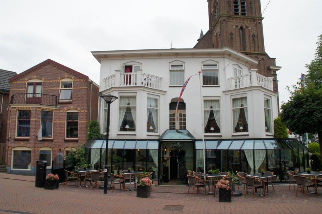 Ons Bedrijf - Ons bedrijf is gevestigd vlak naast de karakteristieke hefbrug van Boskoop.